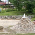 どんど水遊び広場噴水がある広場は夏の間大人から子どもまで大人気のスポットです。