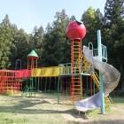 松川児童遊園 3歳くらいの子どもから小学生まで楽しめるようになっています。