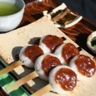 五平餅セット  850円 山椒入り特選くるみだれを使用した、昔ながらの五平餅、信州飯田の郷土食をどうぞ。 テイクアウトもできます。1本¥220