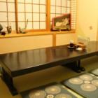 【個室】宴会料理¥2,000〜+¥2,000で飲み放題(2時間)も承ります。個室でもご利用いただけます。ゆっくり足を伸ばしておくつろぎ下さい。