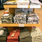 今年も多いハンパ丈。レギンスからジーンズまで、柄もの、カラーものが多いこの夏!