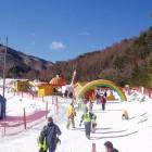 SNOW PARK 小さなお子様も安心のスノーベルト乗り放題のゲレンデ。楽しい遊具もあります。