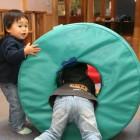 のびのびと 家ではなかなか出来ない遊びや、自分の好きな遊具を使ってみんな仲良く自由に遊んでいます。