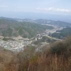 展望台から見る南アルプスと昼神温泉、中央自動車道。