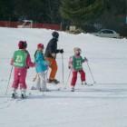 土日祝日にはスキー、スノボーそれぞれ教室もあり、これからスキー、スノーボードを覚えようという方にうってつけです。