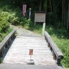 飯田市三穂伊豆木491号線沿いにある駐車場に車を停め2分ほど歩きます。